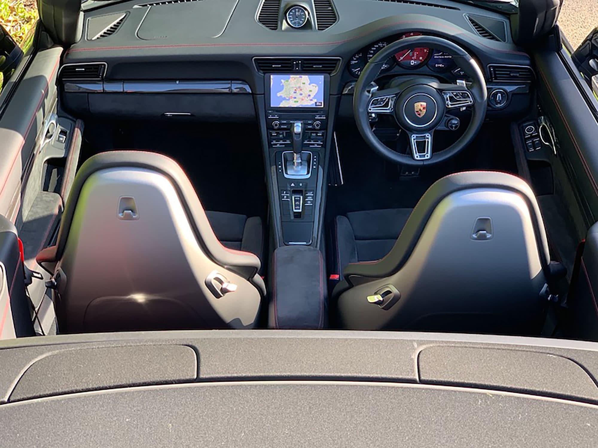 19 Porsche 911 GTS Cab